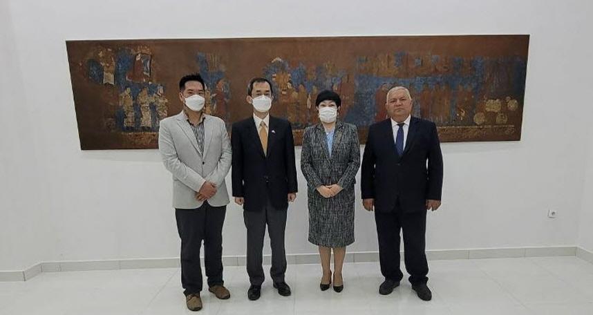 (국영문 ) 문화재청, 우즈베키스탄 역사문화박물관내 보존처리실 개소 지원