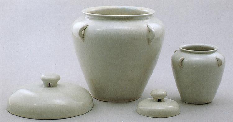 Depiction of 백자 태항아리 및 태지석