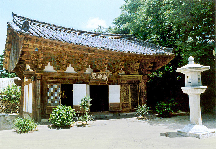 Yaksajeon hall in Girimsa Temple