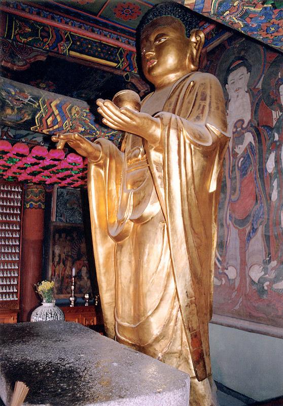 Standing bhaisajyaguru buddha statue in Bunhwangsa Temple