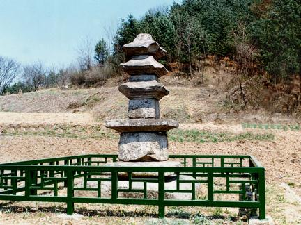 홍천양덕원삼층석탑전경