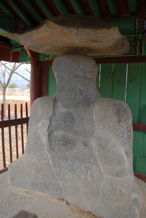 강릉굴산사지석불좌상 (촬영:문화재청)
