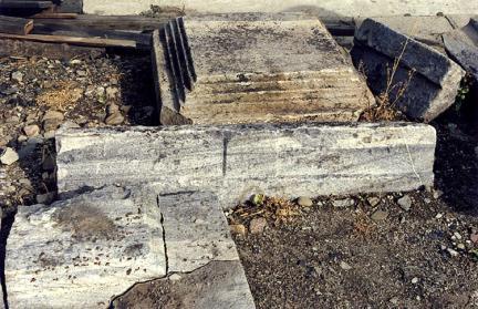 태백본적사지삼층석탑재(하대갑석,하대중석,초층옥개석)