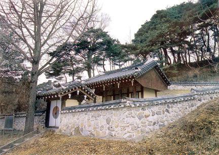 금남군정충신영정각