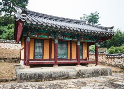 문화재자료 16호_괴산 석보군묘각_측면