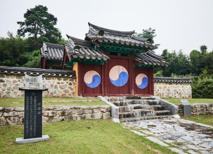 문화재자료 16호_괴산 석보군묘각_측면전경