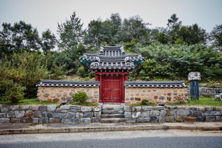 문화재자료 46호_충주 연안이씨쌍효각_정면