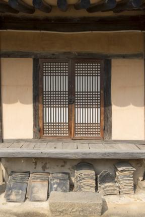 곳간채 방의 마루와 문