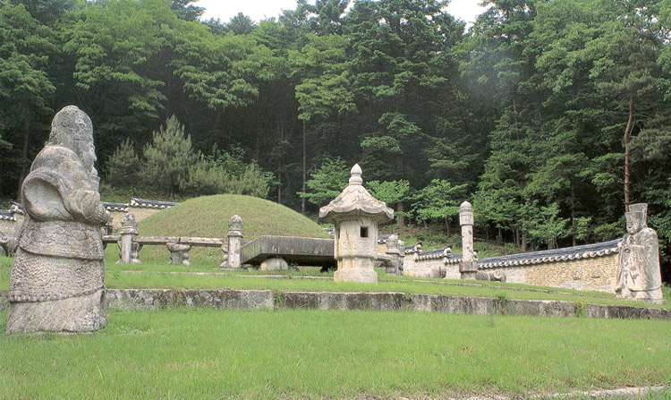 Near view of royal tomb of Queen