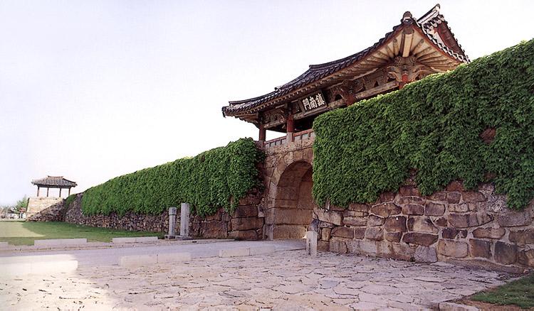 Jinnammun Gate of Town Wall in Haemi