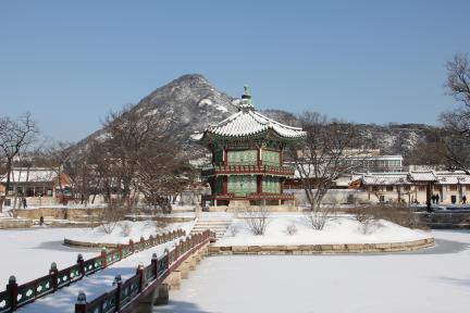 경복궁 향원정 설경(2012.2.1 촬영, 문화재청)