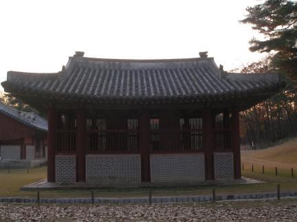 헌릉 비각 배변