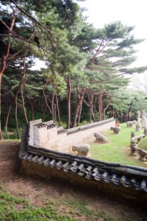 정현왕후릉 곡장