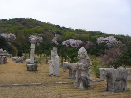2008년 의릉 천장산의 봄꽃(저작권 : 문화재청)