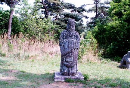 능 앞문 인석(동쪽)