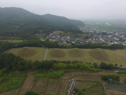 경주 서악동 고분군 남쪽상공(북쪽으로 조망) (고도보존육성과, 2017)