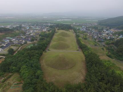 경주 서악동 고분군 북쪽상공(남쪽으로 조망) (고도보존육성과, 2017)