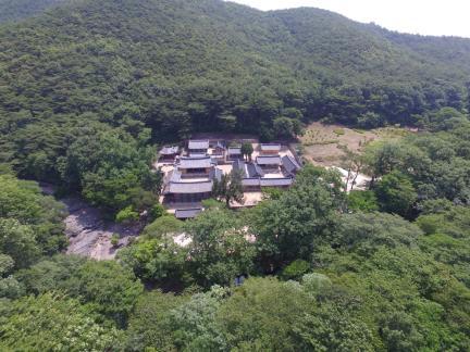 경주 옥산서원 서쪽상공(동쪽으로 조망) (고도보존육성과, 2017)