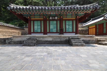 경주 옥산서원 제인묘 정면 (고도보존육성과, 2017)