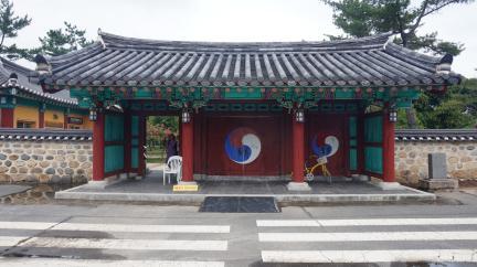 경주 오릉 출입문(신라문) 정면 (고도보존육성과, 2017)