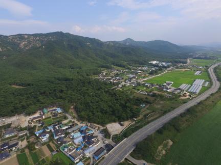 경주 남산일원 배동 삼릉 인근 북쪽상공(남쪽으로 조망) (고도보존육성과, 2017)