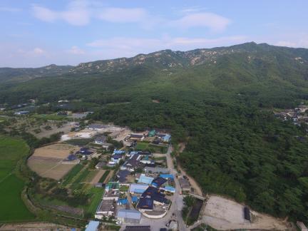 경주 남산일원 배동 삼릉 인근 서쪽상공(동쪽으로 조망) (고도보존육성과, 2017)