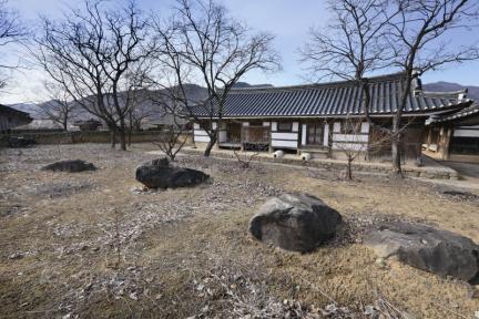 안채 후원의 칠성바위