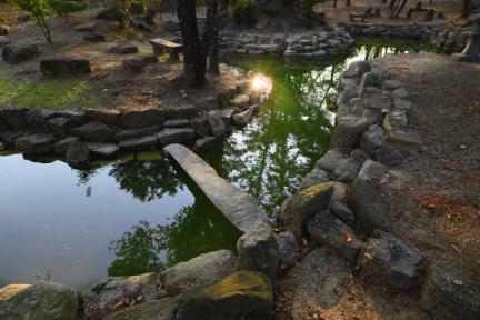 안사랑채 앞 원림 연못