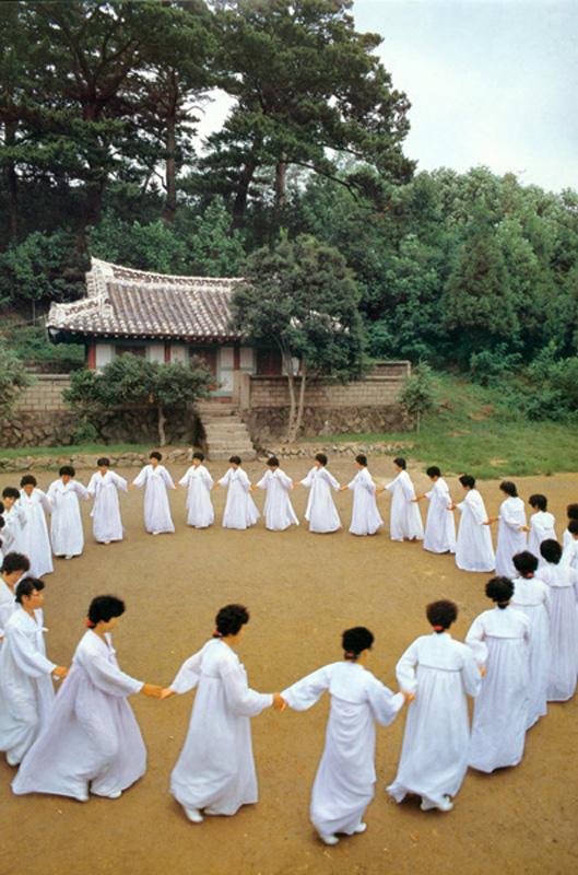 The mambers of Ganggangsullae circle dance