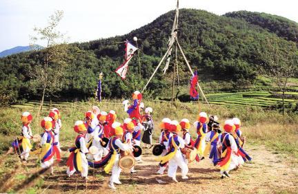 임실필봉농악의기굿치는장면