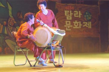 멸치후리는노래 공연모습1(43회 탐라문화재 중 무형문화재 공개행사)