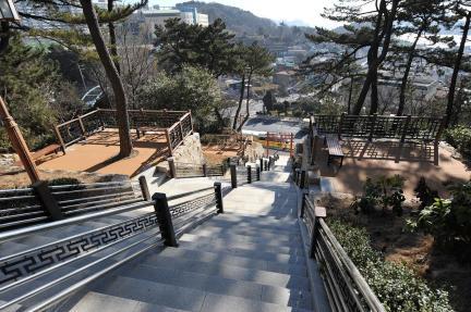 윤공단 주변 휴게시설