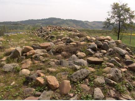 삼곶리돌무지무덤 근경