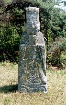 문인석(우측)