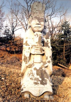 김육묘의문인석(왼쪽)
