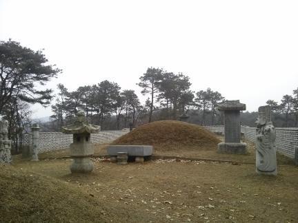 오태주 묘역