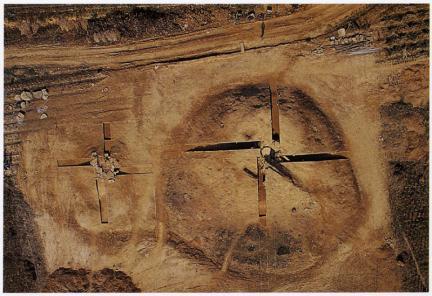연천군 신답리 소재 고구려 석실분으로 두개의 고분이 나란히 위치하고 있다.