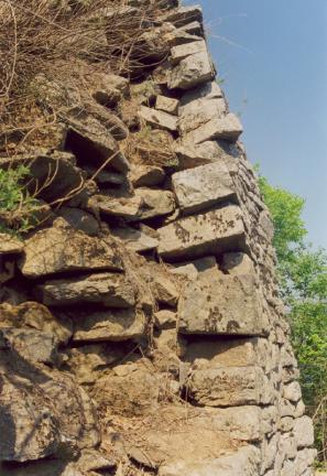 성벽뒷채움석