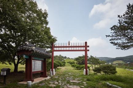 시도기념물 제57호_원균장군묘_홍살문