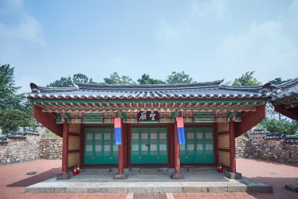 시도기념물 제147호_오산시궐리사_성묘정면