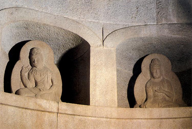 경주 석굴암 석굴(감실보살상)