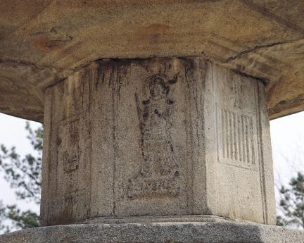 탑신부 사천왕상 상부 측면의 그림