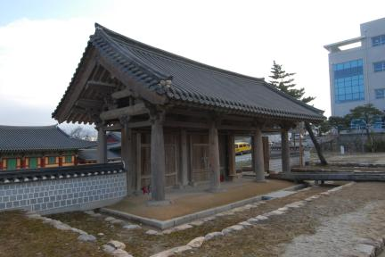 강릉 임영관 삼문 (촬영:문화재청)