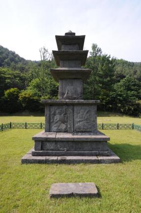 양양 진전사지 삼층석탑 (촬영:문화재청)