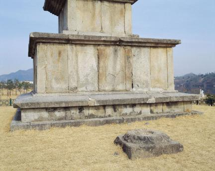 중원 탑평리 칠층석탑 기단부