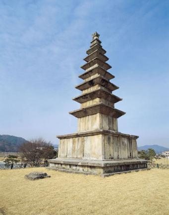 충주 탑평리 칠층석탑 전경