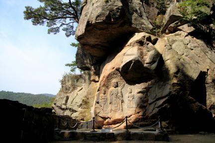서산 용현리 마애여래삼존상
