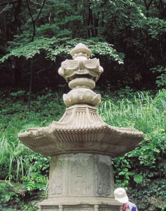 구례 연곡사 북 승탑 옥개석과 상륜부(복원후)