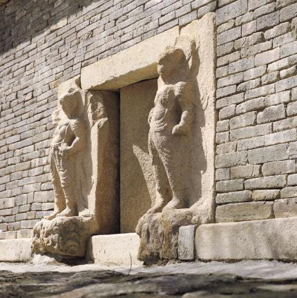 경주 분황사 모전석탑(감실 및 인왕상)