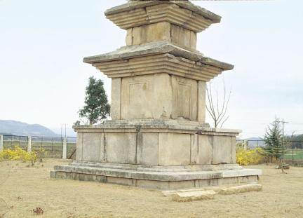 경주 고선사지 삼층석탑 기단부